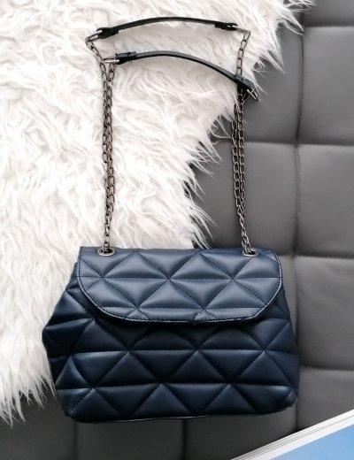 Γυναικεία μπλε καπιτονέ τσάντα ανθρακί αλυσίδα 210345D