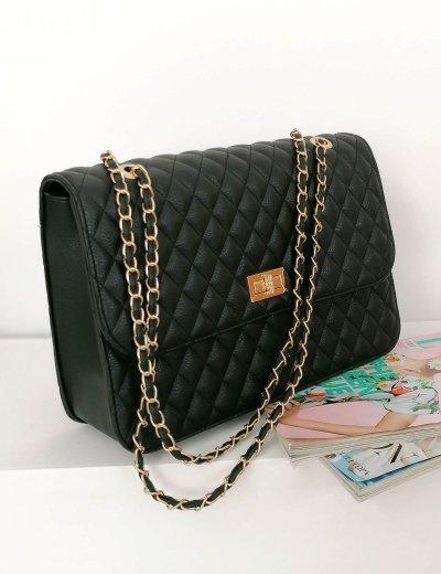 Γυναικεία μαύρη καπιτονέ τσάντα ώμου με αλυσίδα χρυσή 060261