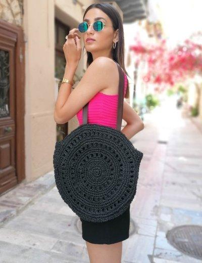 Γυναικεία μαύρη στρογγυλή ψάθινη τσάντα όμου 200460B
