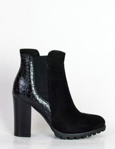 Γυναικεία μαύρα τρακτερωτά μποτάκια με σχέδιο C688L