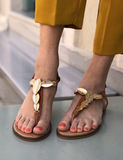 Γυναικεία κάμελ flat σανδάλια με σχέδιο LS036