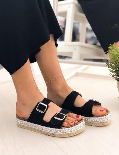 Γυναικείες μαύρες Flatform παντόφλες με ασημί σχέδιο και λουριά PA367J